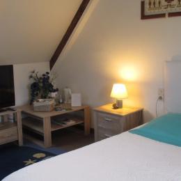 Chambre familiale Pempoul, à l'étage, espace avec lit 140 et petit canapé - Chambre d'hôte - Ploubazlanec