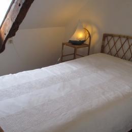 Chambre familiale Pempoul, à l'étage, espace avec un lit simple - Chambre d'hôtes - Ploubazlanec