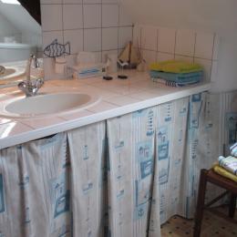La salle d'eau de la chambre Pempoul avec douche et WC - Chambre d'hôtes - Ploubazlanec