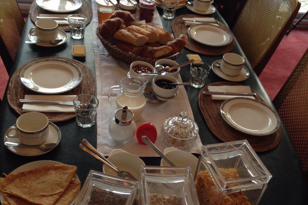 table petit déjeuner - Chambre d'hôtes - Perros-Guirec