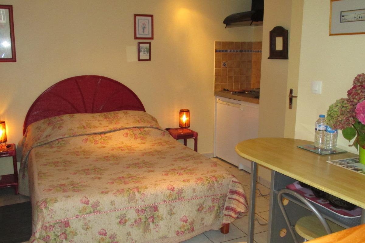 la petite maison, Partie couchage avec lit de 140 - Chambre d'hôtes - Paimpol