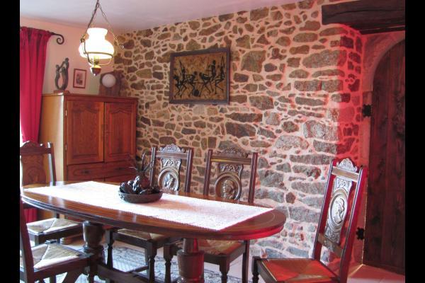 La salle à manger : the dining room - Chambre d'hôtes - Jugon-les-Lacs