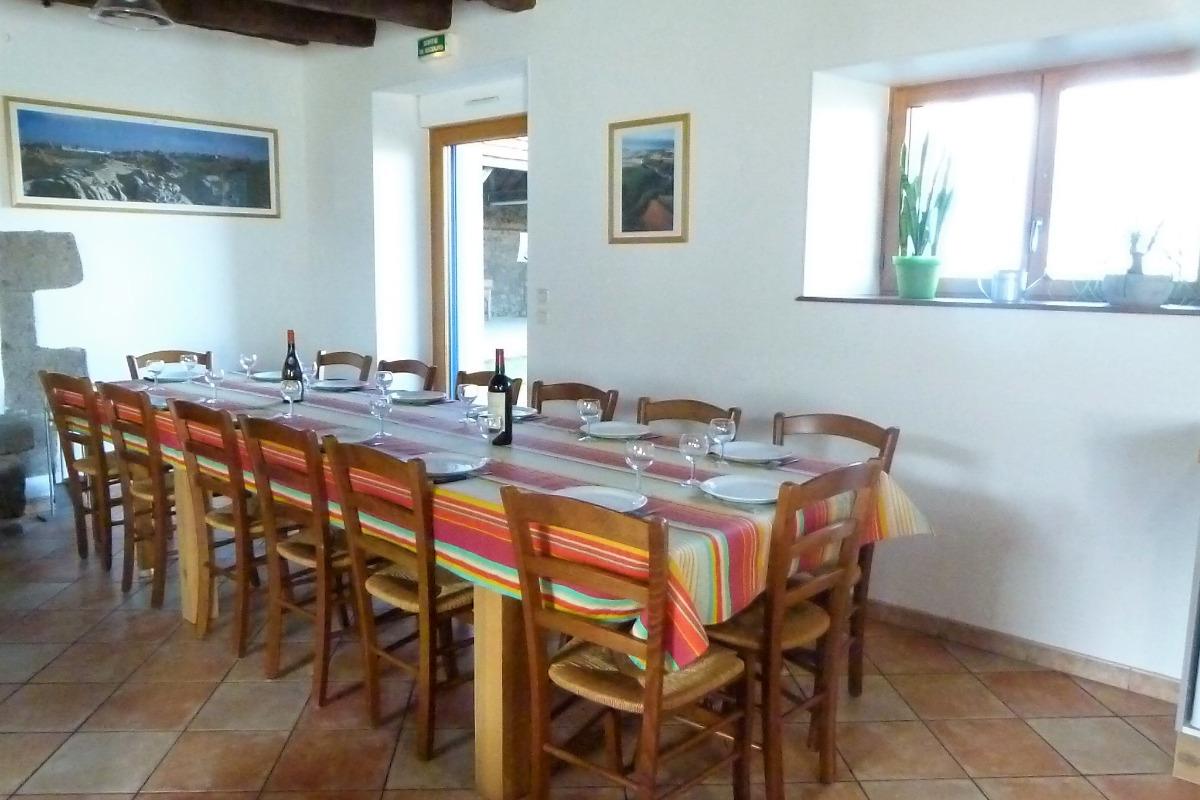 Table pour 14 personnes. - Location de vacances - Hillion