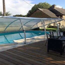 la terrase de la piscine chauffée  - Location de vacances - Guitté