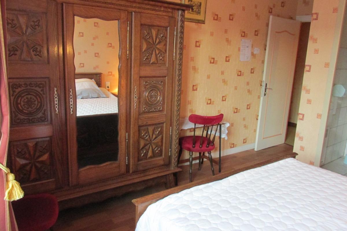 POMMERET - Chambres d'hôtes - Chambre double - Chambre d'hôtes - Pleudihen-sur-Rance