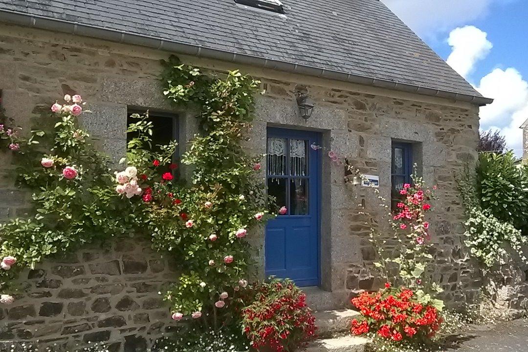 façade fleurie - Location de vacances - Hengoat