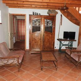 salon , escalier - Location de vacances - Hengoat