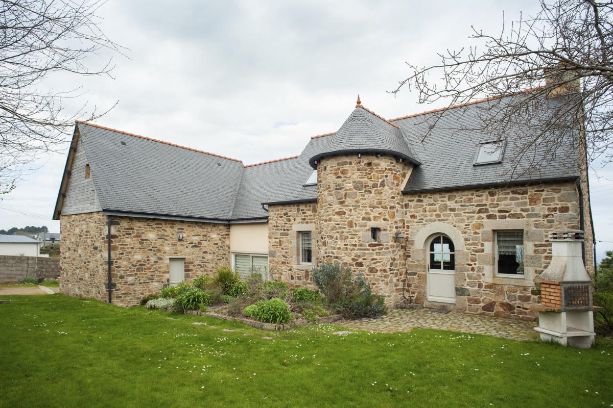 La piscine intérieure est accessible depuis la maison. Dimensions : 7mx3,50m - Location de vacances - Paimpol