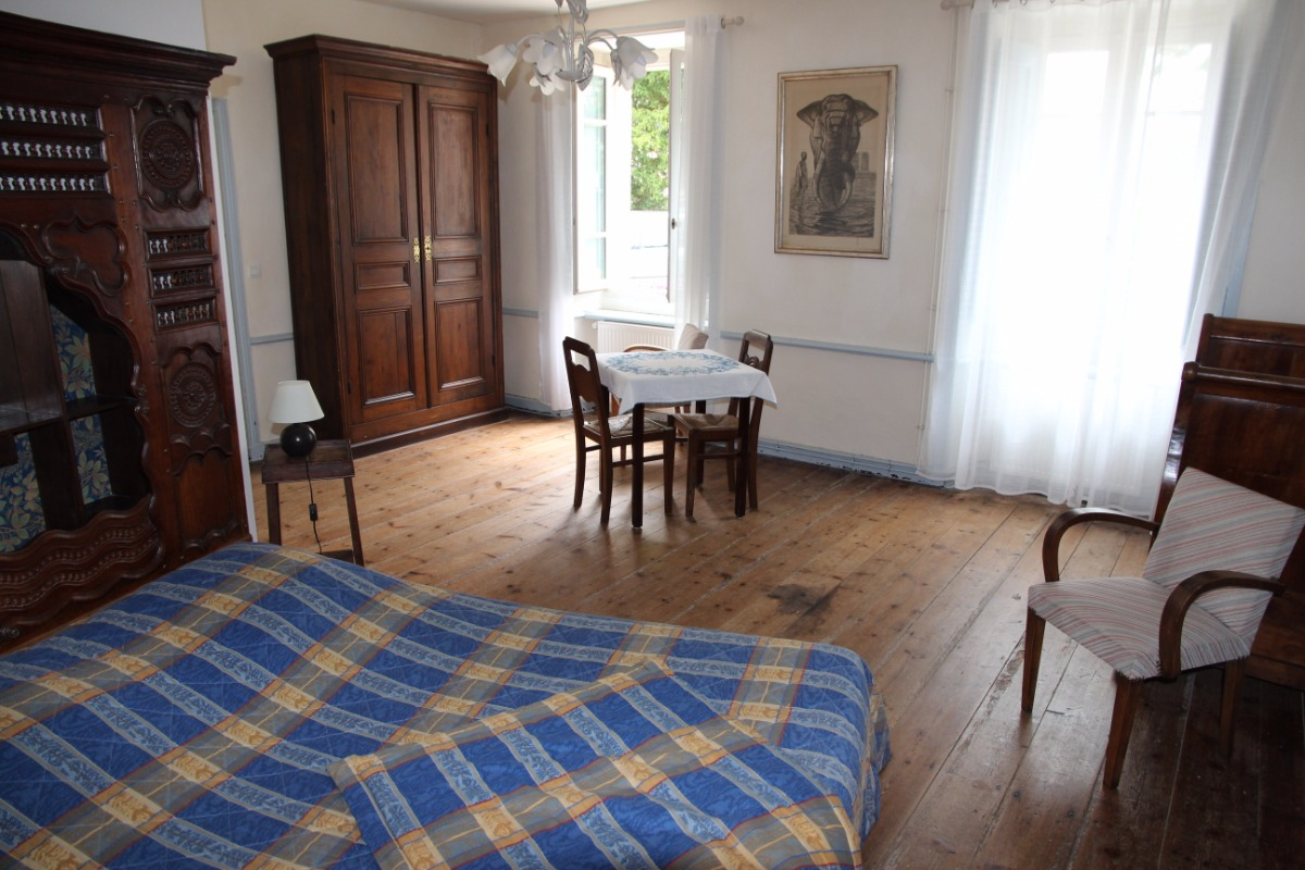 un grand lit double 160x200 et de l'espace - Chambre d'hôtes - Paimpol