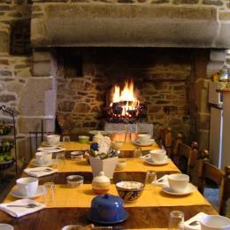 petit-déjeuner au coin du feu - Chambre d'hôtes - Paimpol