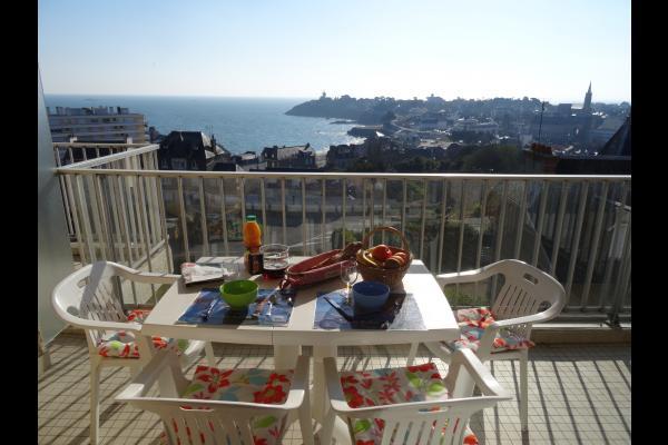 Petit déjeuner sur le balcon - Location de vacances - Saint-Quay-Portrieux