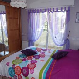 Chambre avec lit de 140 - Location de vacances - Saint-Quay-Portrieux
