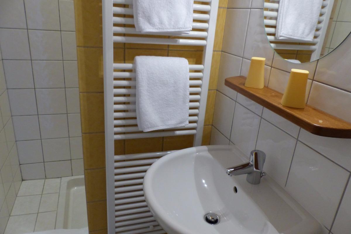 Une petite salle d'eau avec tout le confort - Chambre d'hôtes - Paimpol