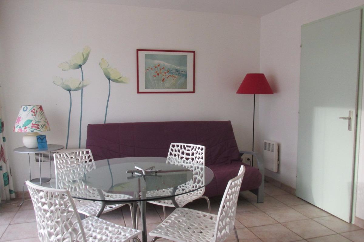Salon-séjour (avec couchage possible) - Location de vacances - Erquy