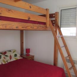 Coin nuit avec un lit 140 (couchage possible sur mezzanine) - Location de vacances - Erquy