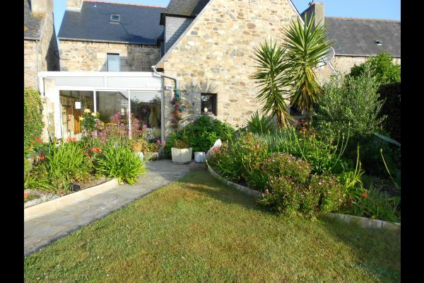 maison côté jardin - Chambre d'hôtes - Plougrescant