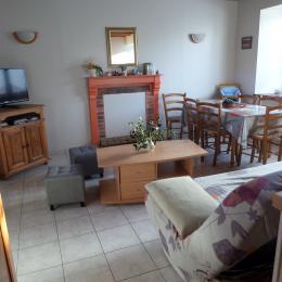 cour donnant sur le jardin - Location de vacances - Plouisy