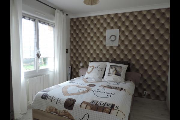 Location Plouasne - Gîte des Eves - Chambre lit double 140cm - Location de vacances - Plouasne
