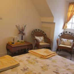 Le Chatel - Chambres d'hôtes - Saint-Judoce - Chambre jaune - Chambre d'hôte - Saint-Judoce