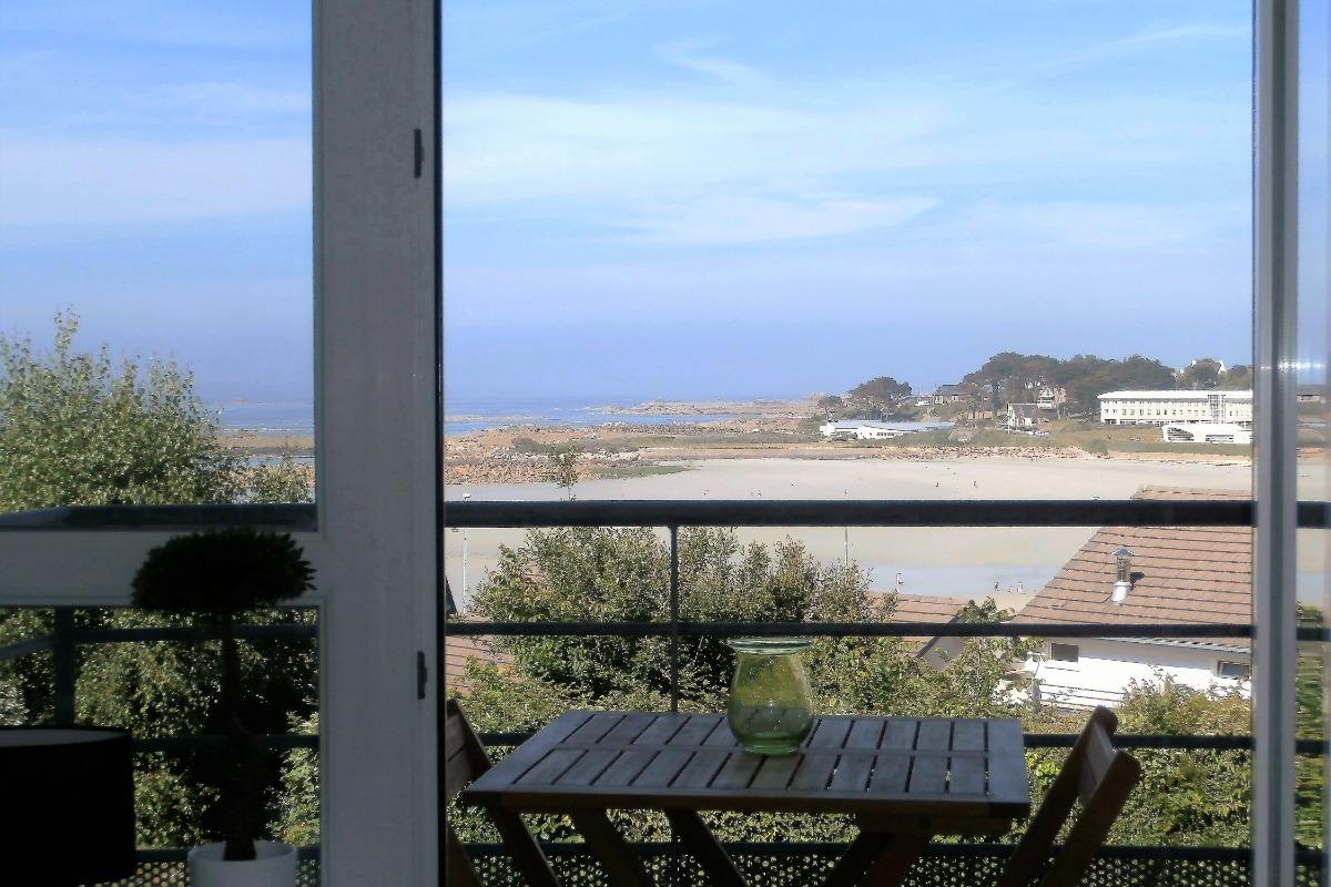 le salon de jardin sur le balcon du duplex - Location de vacances - Trévou-Tréguignec