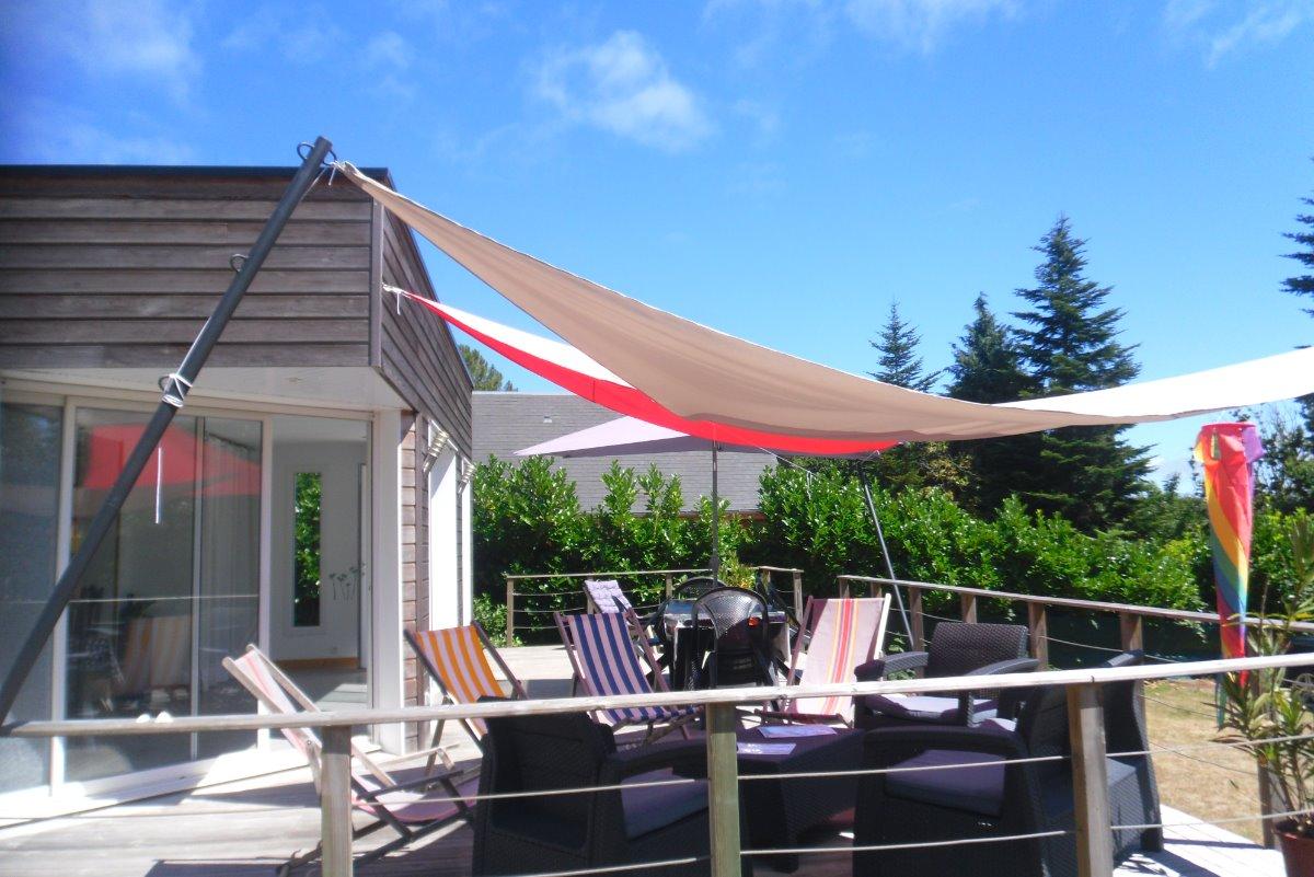La terrasse avec son salon d'été et ses voiles - Location de vacances - Erquy
