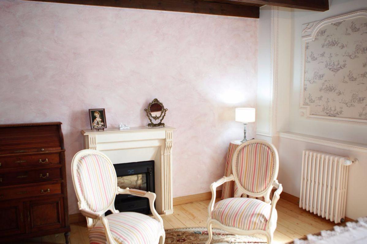 Chambre d'hôtes, Manoir St Ambroise, Plourivo, la chambre Louis XV, coin salon - Chambre d'hôte - Plourivo