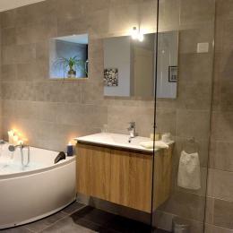 Chambre d'hôtes Clévacances, Meyer, la salle de bain et douche  - Chambre d'hôtes - Ploëzal