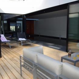 La terrasse commune , le salon et ses transats - Location de vacances - Perros-Guirec