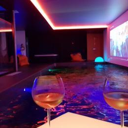 L'archipel, Duplex,  Salon-séjour-cuisine vue sur le bassin  - Location de vacances - Perros-Guirec