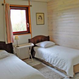 La deuxième chambre de la suite Café, qui s'ouvre sur le salon-véranda - Location de vacances - Plélan-le-Petit