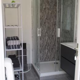 Chambre d'hôtes, Anse de Bréhec, la salle d'eau-WC de la chambre Gris tourterelle - Chambre d'hôtes - Plouézec