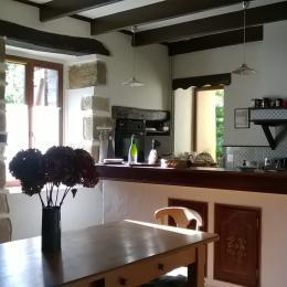 La grande pièce : salle à manger (table pour 10)/ Dining area (table for 10) - Location de vacances - Pleudaniel