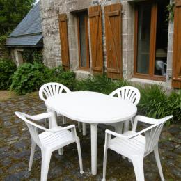 Le salon TV et bibliothèque / The library and TV lounge - Location de vacances - Pleudaniel