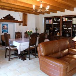 La pièce de vie et ses meubles bretons. - Location de vacances - Paimpol