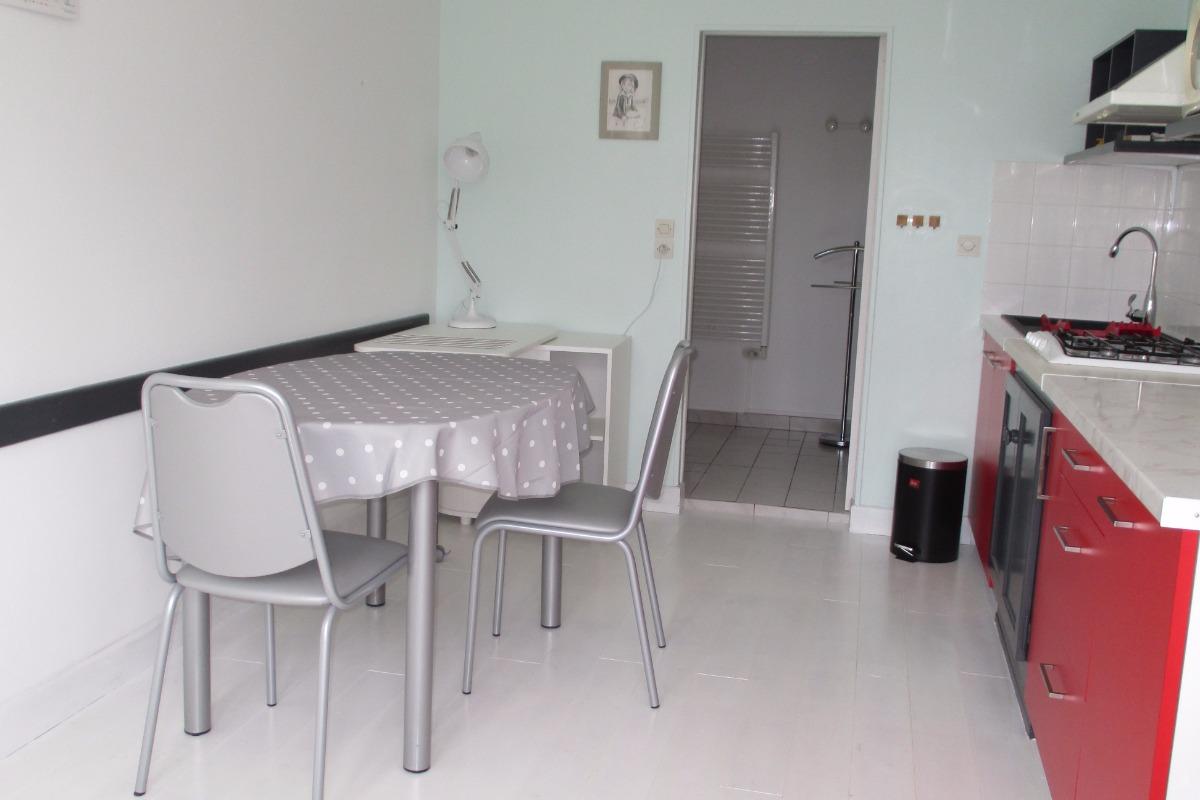 Location Paimpol, Ménard, La cuisine avec espace pour manger  - Location de vacances - Paimpol