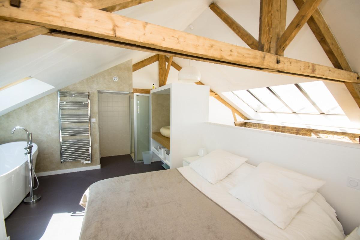 loft les pieds dans l 39 eau vue mer dans un ancien hangar bateau quelques pas du port de. Black Bedroom Furniture Sets. Home Design Ideas