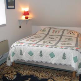 Gîte Rose, ferme de Kerloury, étage, chambre 1 - Location de vacances - Paimpol