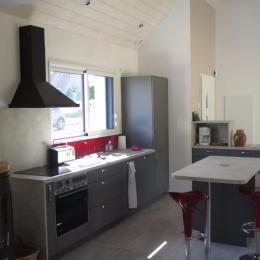 Cuisine toute aménagée avec poêle - Location de vacances - Saint-Jacut-de-la-Mer