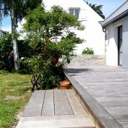 Terrasse en bois de 40m2 donnant sur un jolie jardin clos de 700m2 - Location de vacances - Lancieux