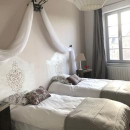 la chambre  Confidences harmonies de beige - Location de vacances - Mégrit