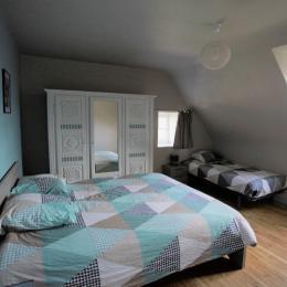 Location Langoat, chambre étage gauche lit 160 et lit de 90 - Location de vacances - Langoat