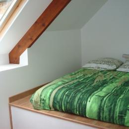 DUCLUT, location Pludual, 3ème chambre avec lit 140 sur estrade - chambre mansardée - Location de vacances - Pludual