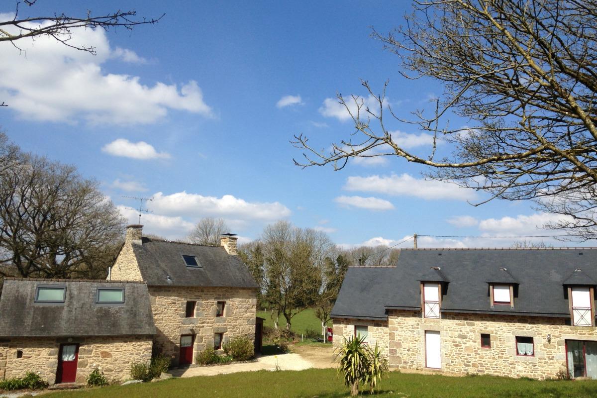 Village de Kertanguy, Kerkleir à droite - Location de vacances - Saint-Gilles-Pligeaux