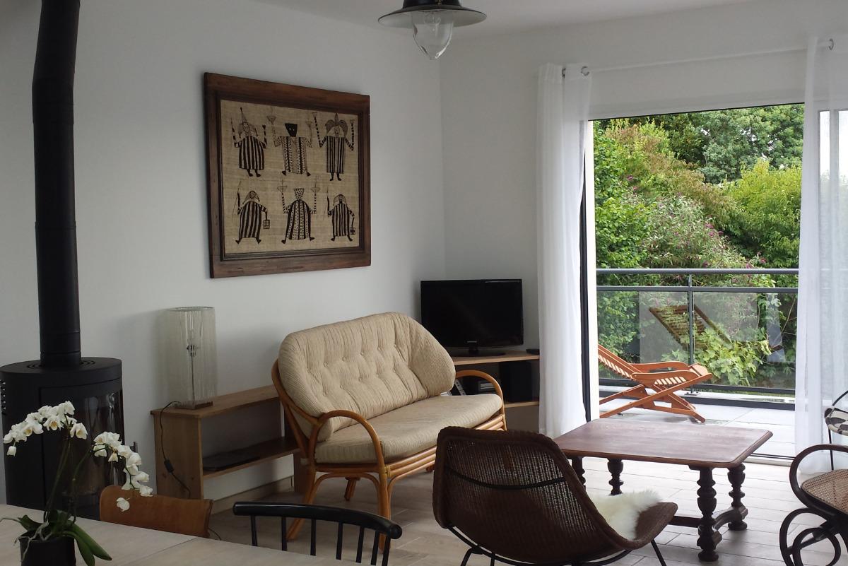 Le salon avec son poêle à bois - Location de vacances - Paimpol