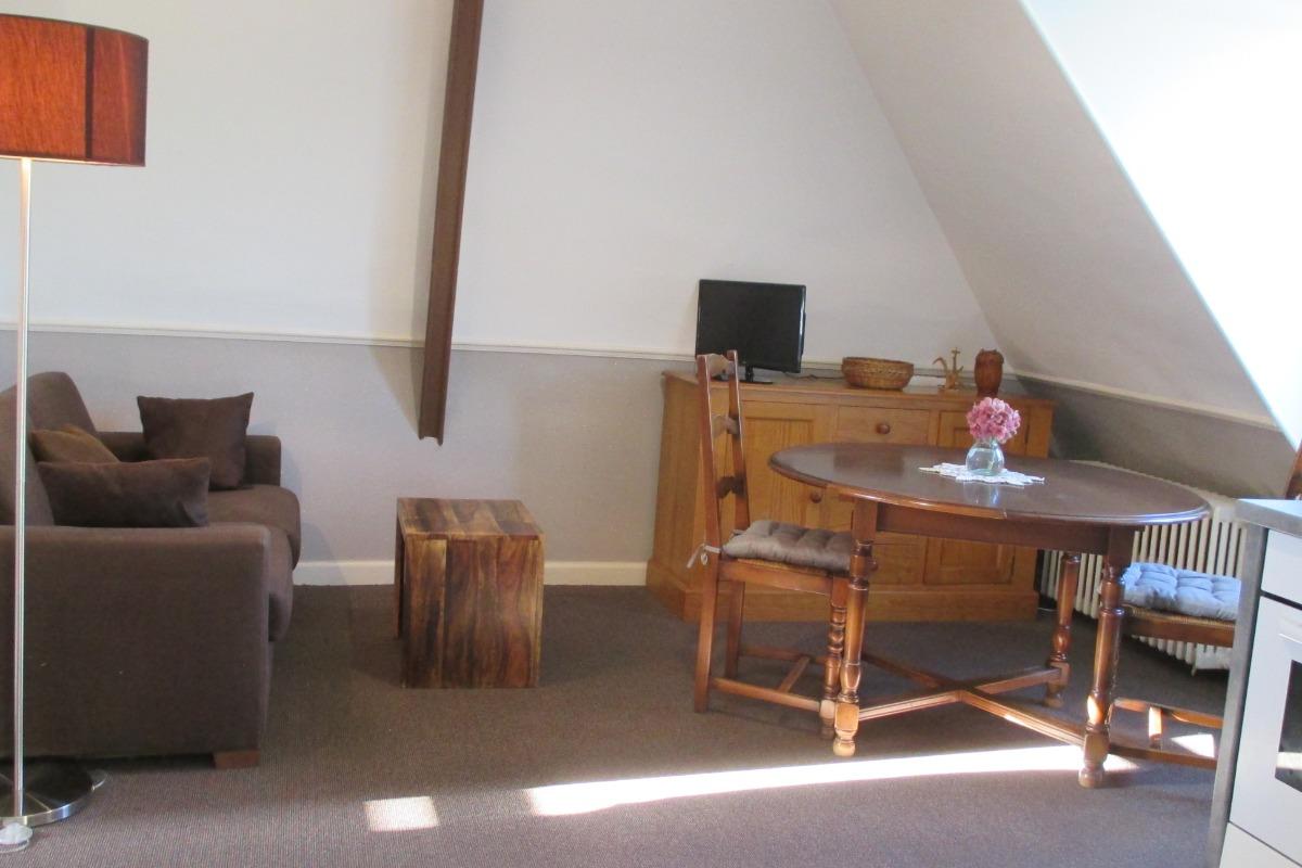 L'espace séjour avec table à manger, et canapé  - Location de vacances - Paimpol