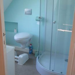 la salle d'eau avec douche et WC - Location de vacances - Paimpol