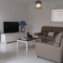 CAOUS Sylvie, location, Paimpol, Espace salon avec télévision  - Location de vacances - Paimpol