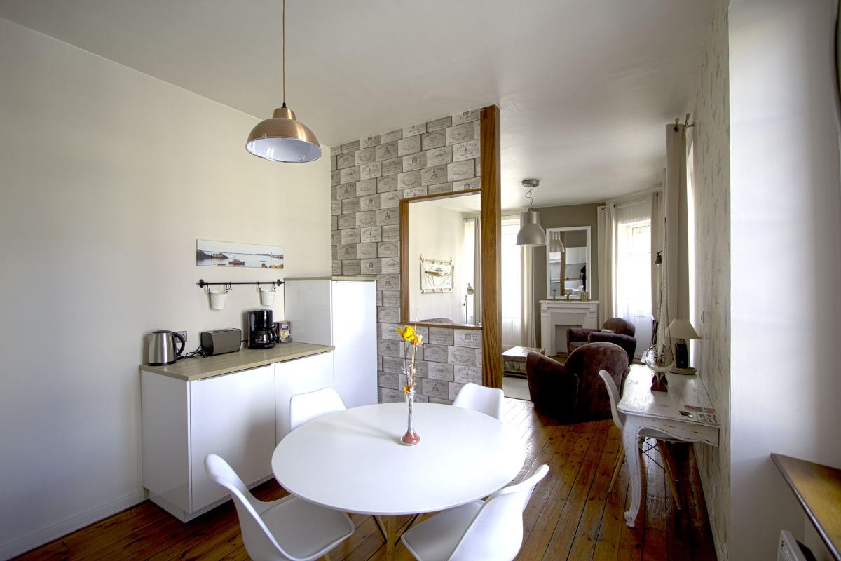 MAX Stéphane, gîte armateur, Paimpol, espace cuisine table à manger, salon - Location de vacances - Paimpol