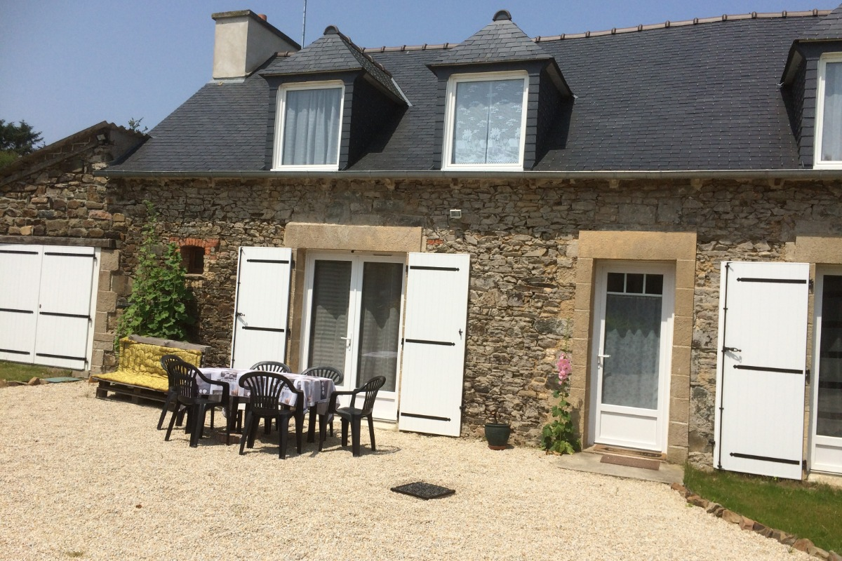 Maison d'Avril, façade extérieure côté cour-jardin - Chambre d'hôtes - Plouézec