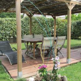 La pergola dans le jardin à l'arrière de la maison - Chambre d'hôtes - Dinan